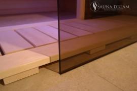 Zapuštěná skleněná stěna sauny